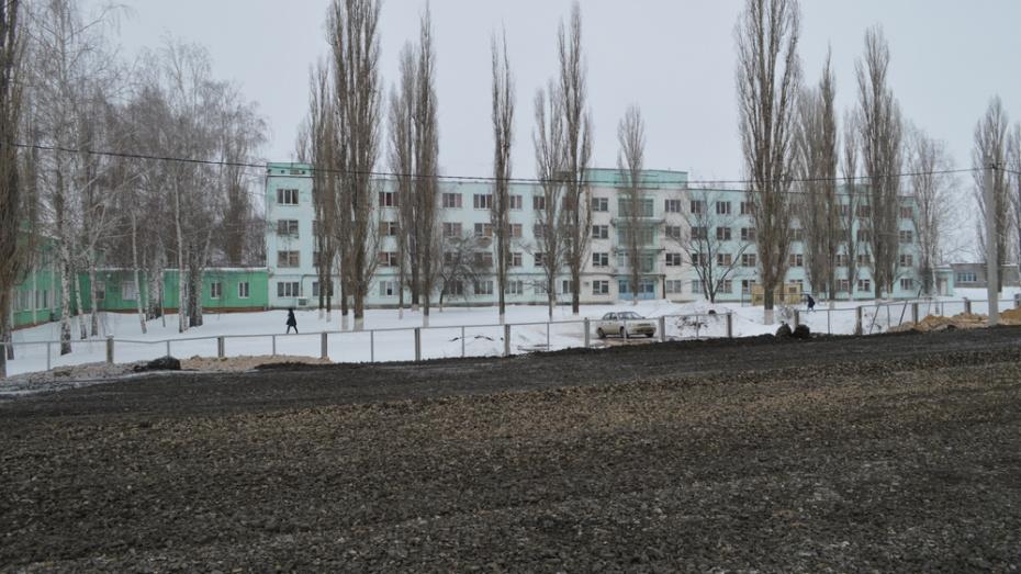 В Новой Усмани около райбольницы открыли новую парковку на 90 мест