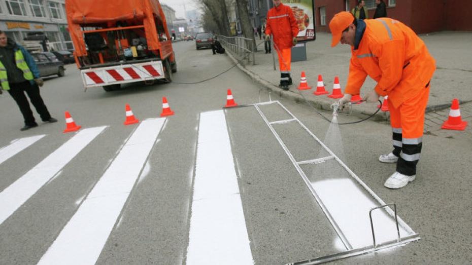 Сегодня на нескольких улицах Воронежа обновляют дорожную разметку