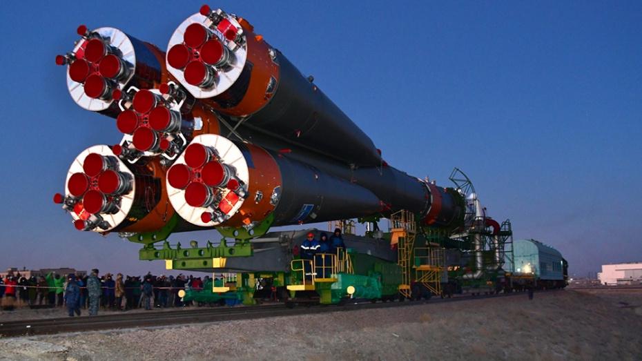 Роскосмос опубликовал видео установки ракеты с воронежским двигателем на Байконуре