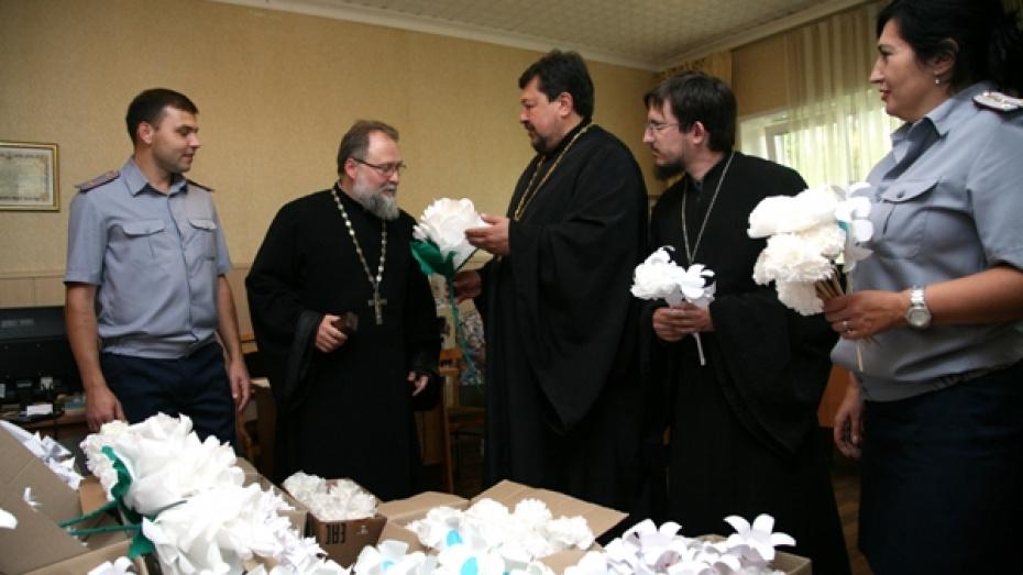 В Воронежской области заключенные изготовили 3 тыс цветов для благотворительной акции