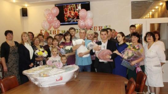 В Новохоперском районе семьям с новорожденными вручат подарочные наборы