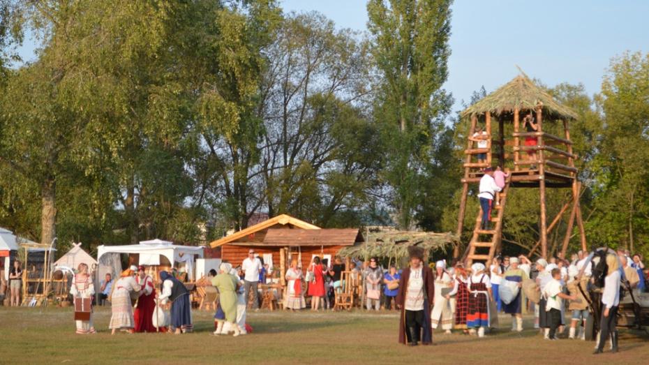 В Новой Усмани на День села установили 6-метровую дозорную вышку