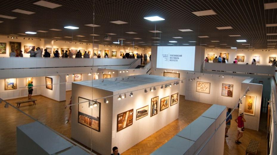 Выставки Платоновского фестиваля: киноплакат, газеты, фотохроника (ПРОГРАММА)