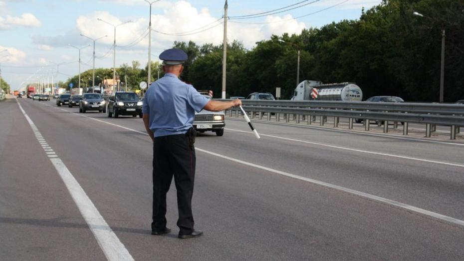 Воронежские ДПС-ники нашли у водителя самодельный пистолет-«авторучку»