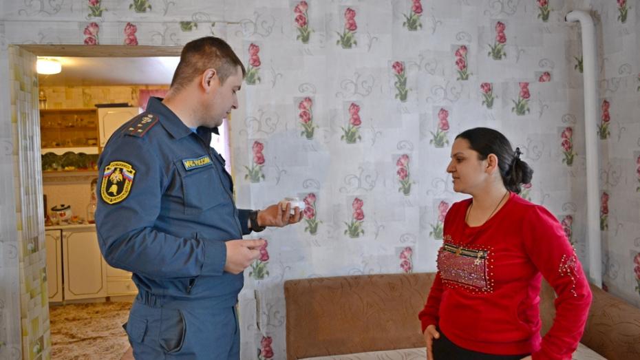 В Грибановке в домах многодетных семей установили 132 пожарных извещателя