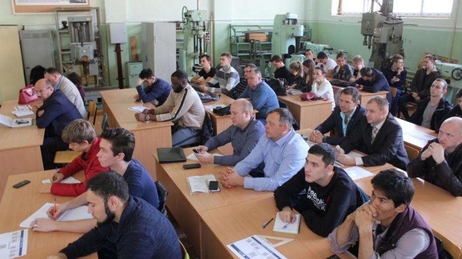 Специалисты Воронежэнерго начали обучать студентов по спецкурсу