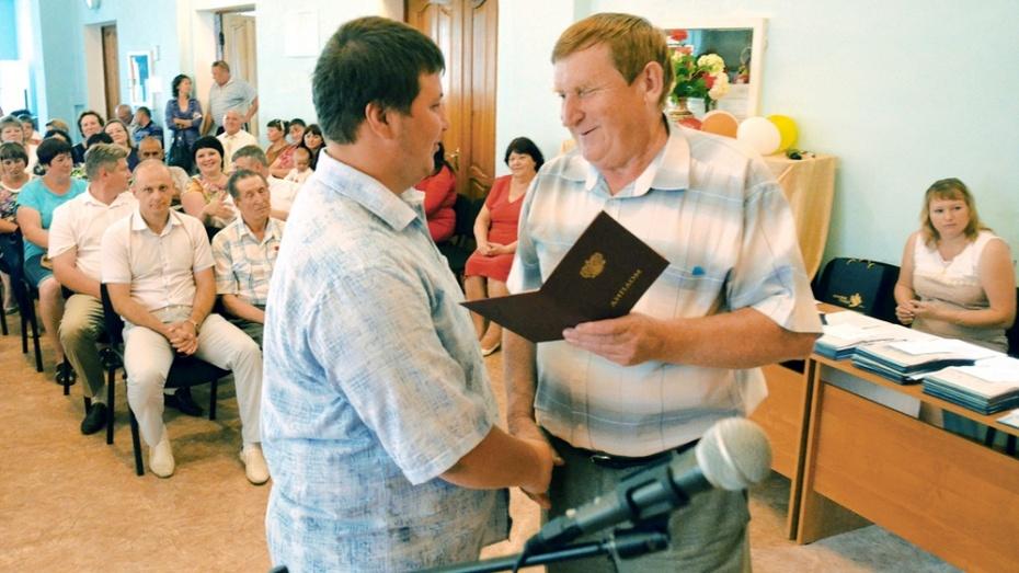В Калачеевском аграрном техникуме выпускникам вручили дипломы