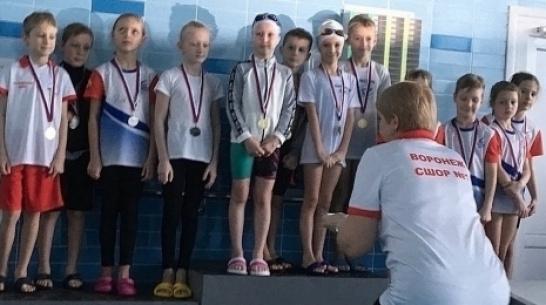Аннинские спортсменки получили 4 золотые медали областных соревнований по плаванию