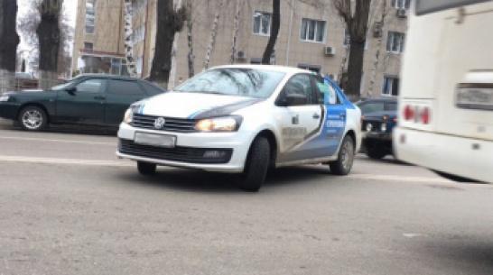 В Воронеже оштрафовали водителя Volkswagen Polo за разворот через двойную сплошную