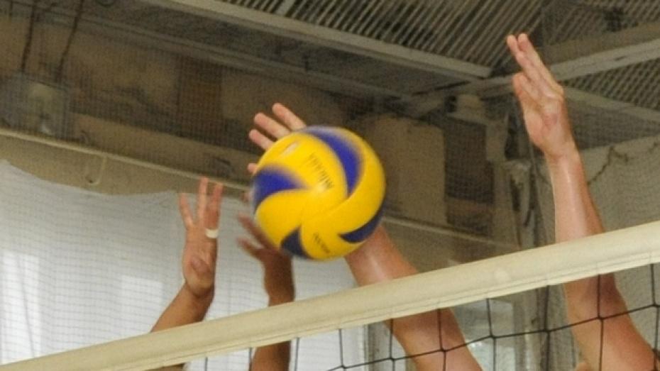 Поворинские железнодорожники стали вторыми в турнире по волейболу