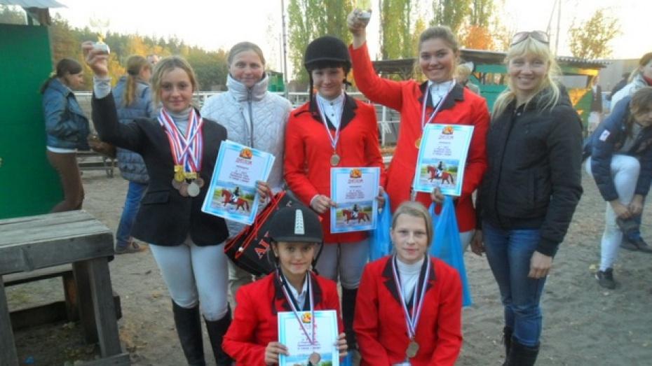 Павловчане привезли из Воронежа золотые и серебряные медали с соревнований по конкуру и выездке