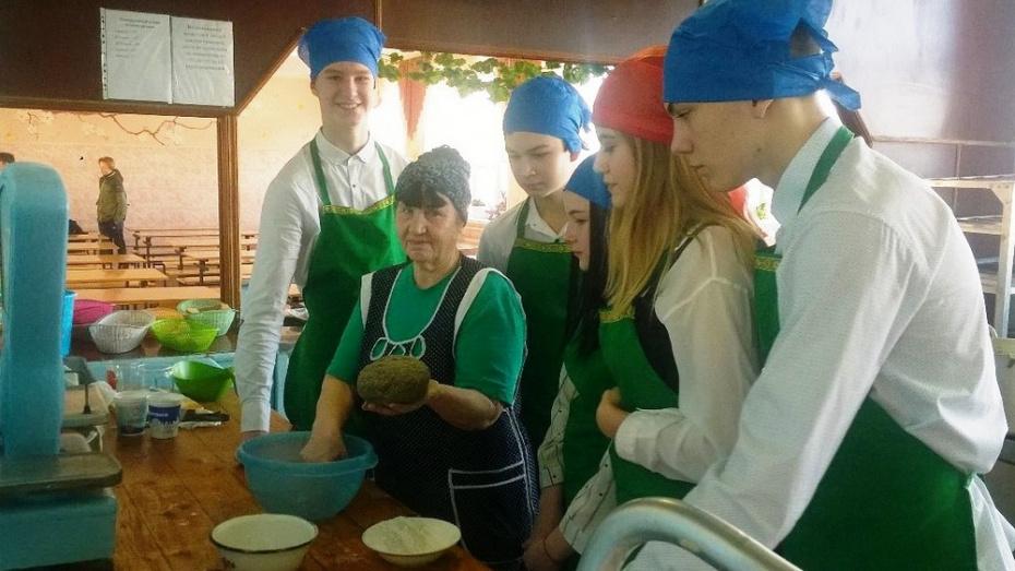 В Павловске школьники испекли хлеб блокадного Ленинграда