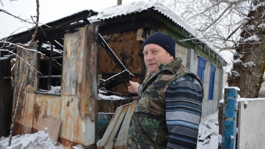 В селе Нижний Мамон водитель автобуса спас из горящего дома 58-летнего мужчину