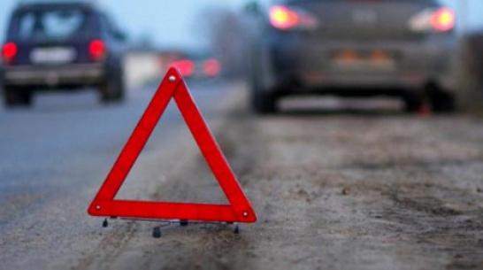 На трассе в Воронежской области под колесами иномарки погибла женщина