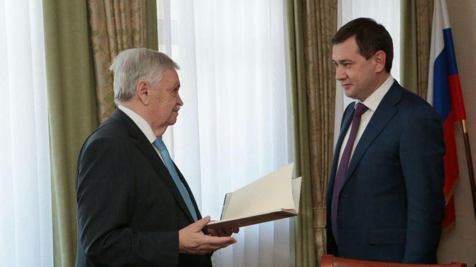 Председатель Российского детского фонда получил награду Воронежской облдумы