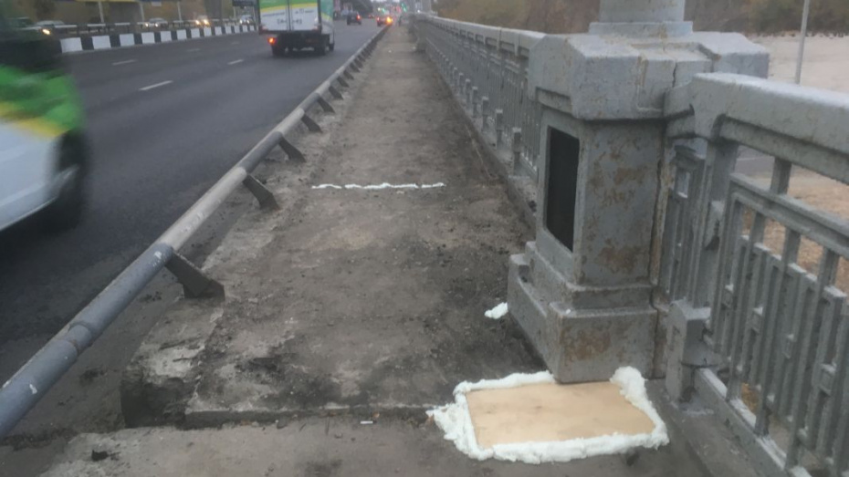 Мэрия ответила на претензии воронежцев о ремонте Северного моста монтажной пеной