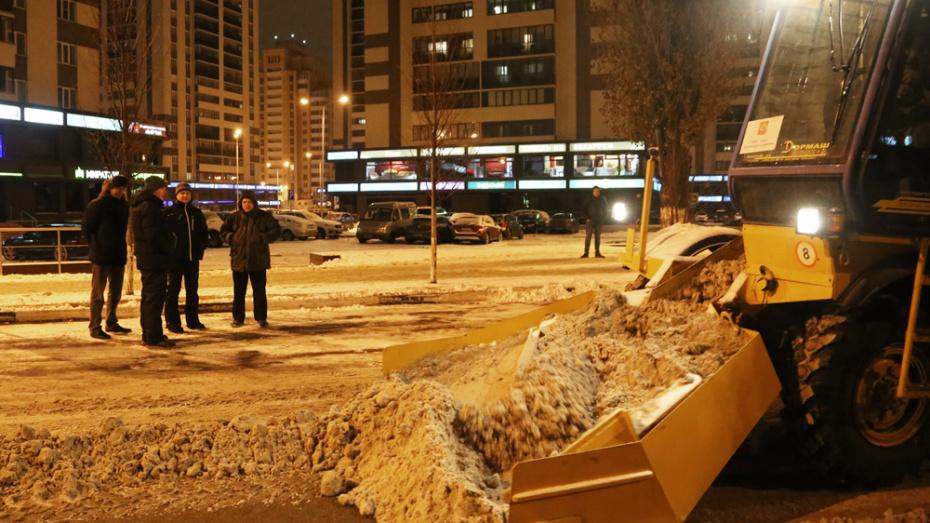 В ночь на 3 декабря на уборку Воронежа выехали более 200 спецмашин