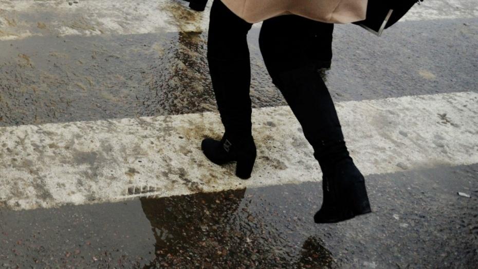 ВВоронеже «Волга» сбила 22-летнюю девушку напешеходном переходе