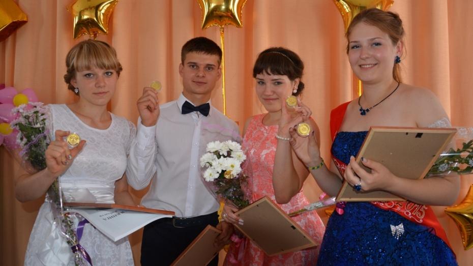 В Поворинском районе выпускникам вручили 29 золотых и 6 серебряных медалей