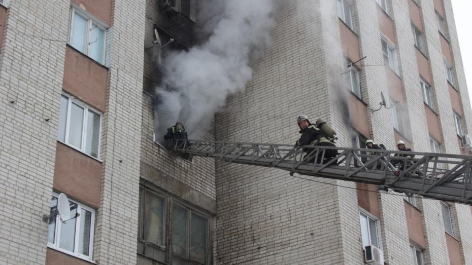 ВВоронеже наулице 9Января загорелось общежитие