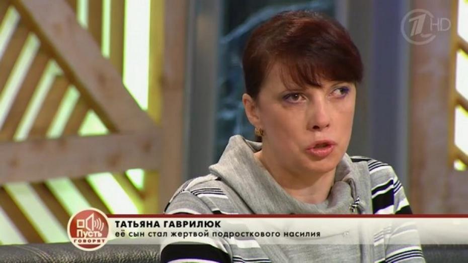 Репьевских подростков, окунавших друга головой в уличный туалет, показали по Первому каналу в программе «Пусть говорят»