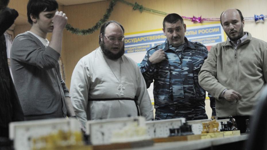 В Воронеже прошел шахматный турнир между священнослужителями и заключенными