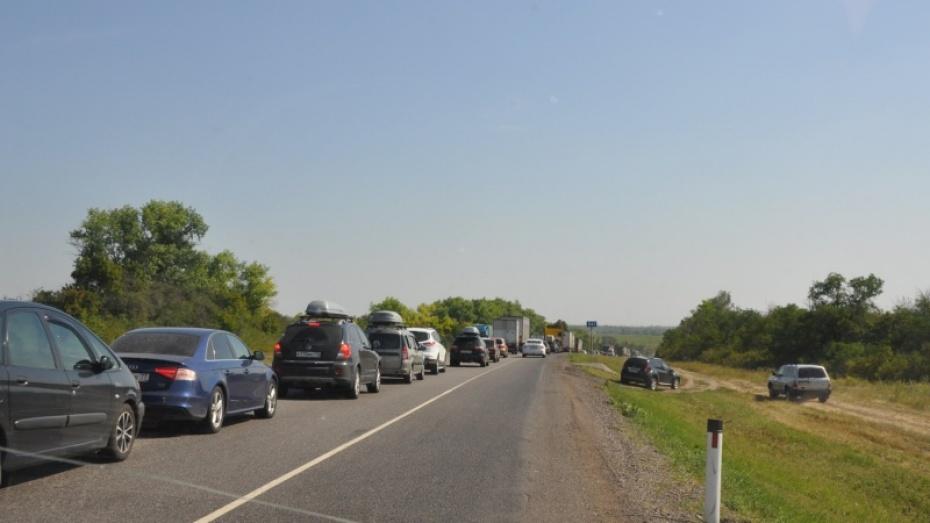 В Воронежской области возле Лосево образовалась пробка почти в 30 км