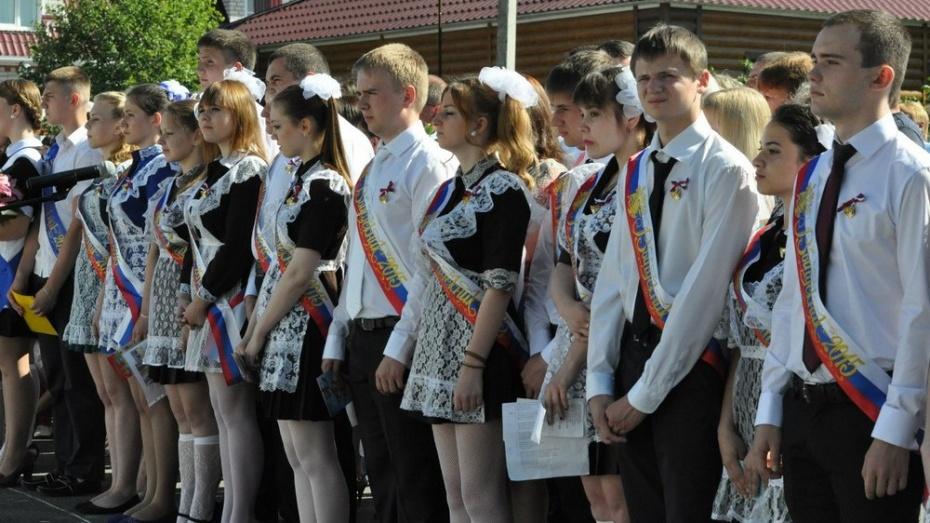 Репьевские одиннадцатиклассники простились со школой