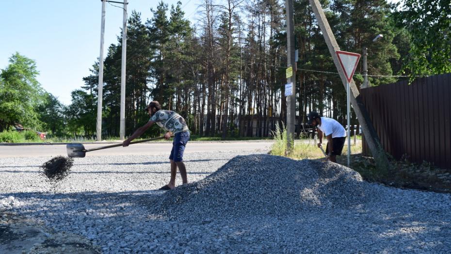 В рамонской деревне Богданово на асфальтирование дороги направили 1,2 млн рублей