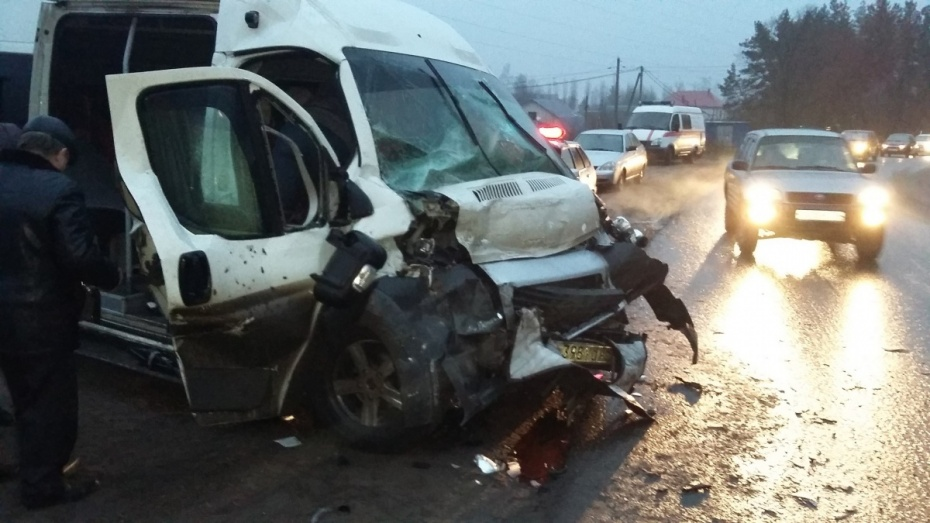 ВВоронеже при столкновении маршрутного автобуса и Фиат Ducato пострадали 6 человек