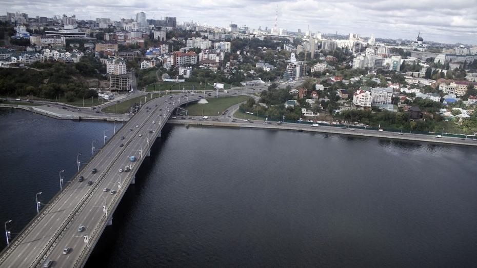 В Воронеже с моста ВОГРЭС сняли пытавшегося покончить с собой мужчину