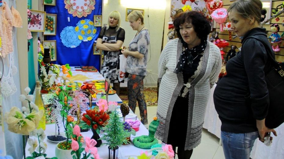 В Семилуках прошла выставка поделок местных мастериц
