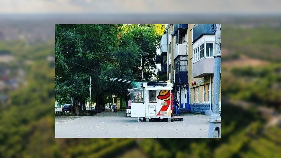 Из центра Воронежа вынудили уехать незаконный «фастфуд на колесах»