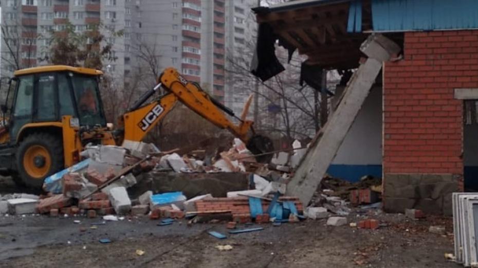 Предпринимательница снесла незаконную автомастерскую после запрета на выезд из России
