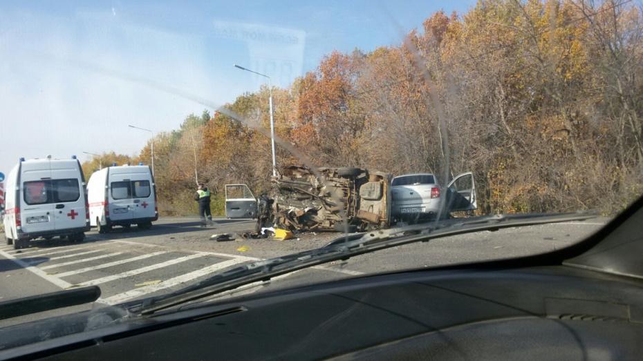 Под Воронежем ВАЗ отбросило на «Гранту»: 4 человека пострадали