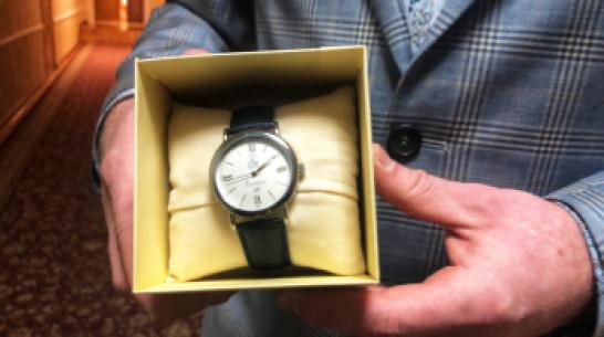 Водитель воронежской маршрутки получил именные часы от мэра
