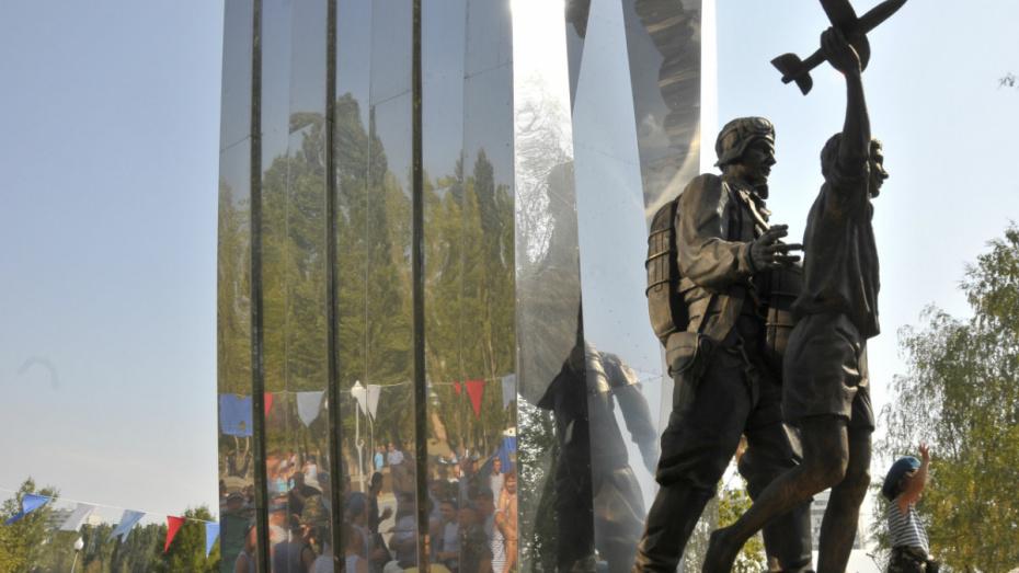 Первые лица региона поздравили воронежских десантников