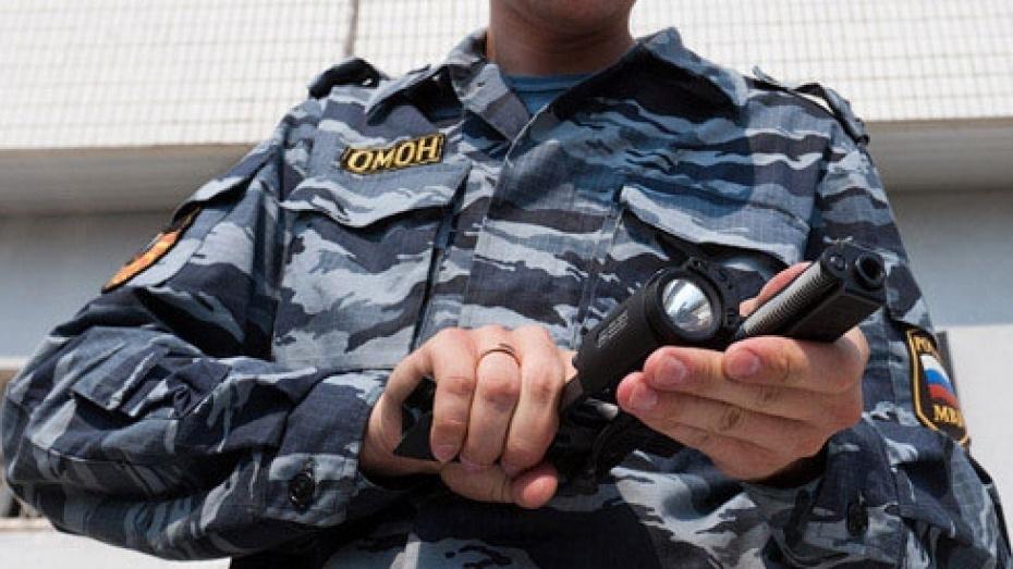 Пьяный житель Воронежа пытался отнять у полицейского служебный пистолет