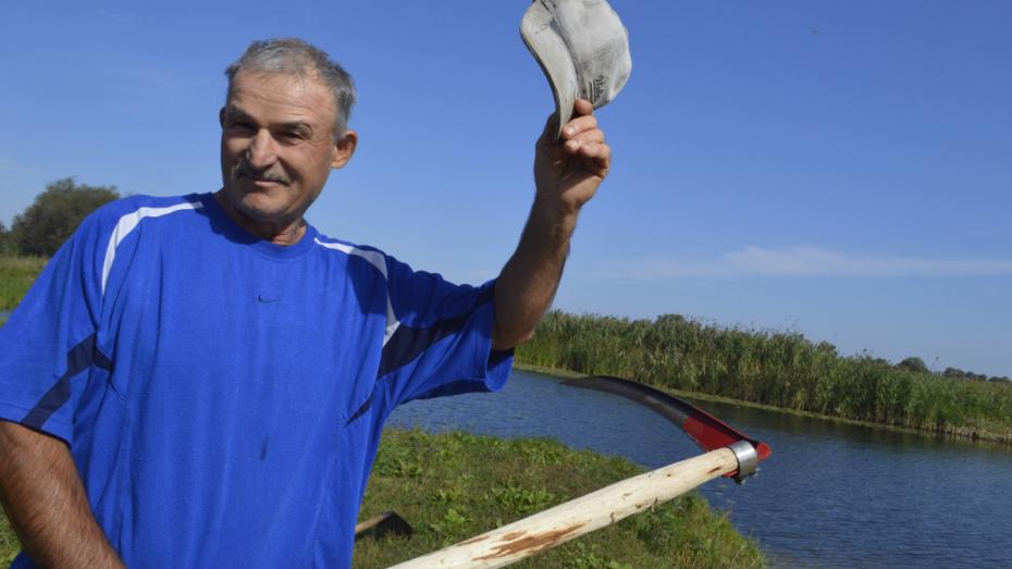 Для людей, для красоты. Пенсионер в одиночку укрепил и очистил берег реки под Воронежем