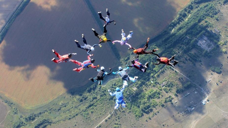 Воронежские парашютистки объявили о сборе денег на новый рекорд Черноземья