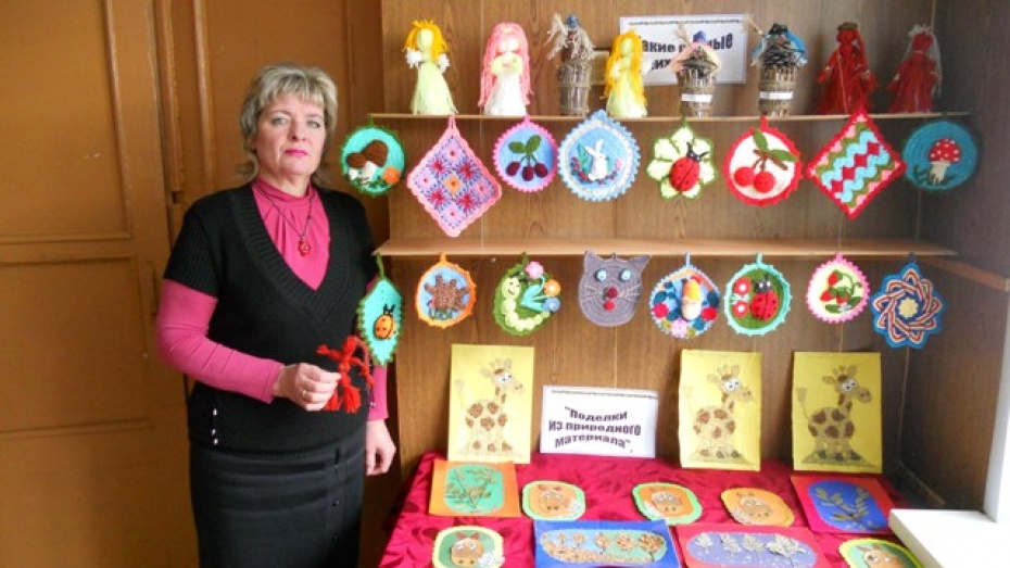 В Колодезном открылась выставка стеклянной тары, пуха и перьев