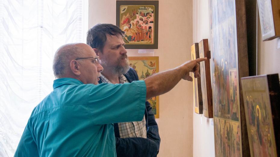В Лисках впервые представили выставку работ современных палехских мастеров
