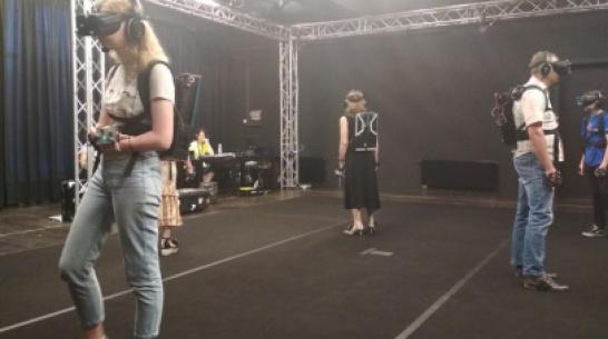 Швейцарские артисты погрузили воронежцев в виртуальную реальность