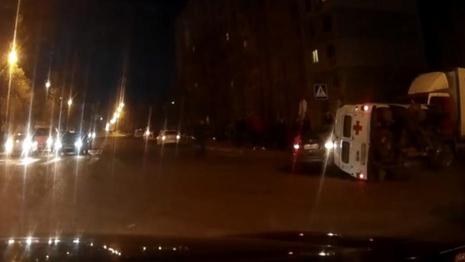 ВВоронежской области рано опрокинулся «ВАЗ»: шофёр умер, пассажирка в клинике