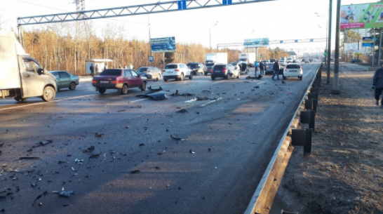 В Воронеже в массовом ДТП с 6 машинами пострадала женщина