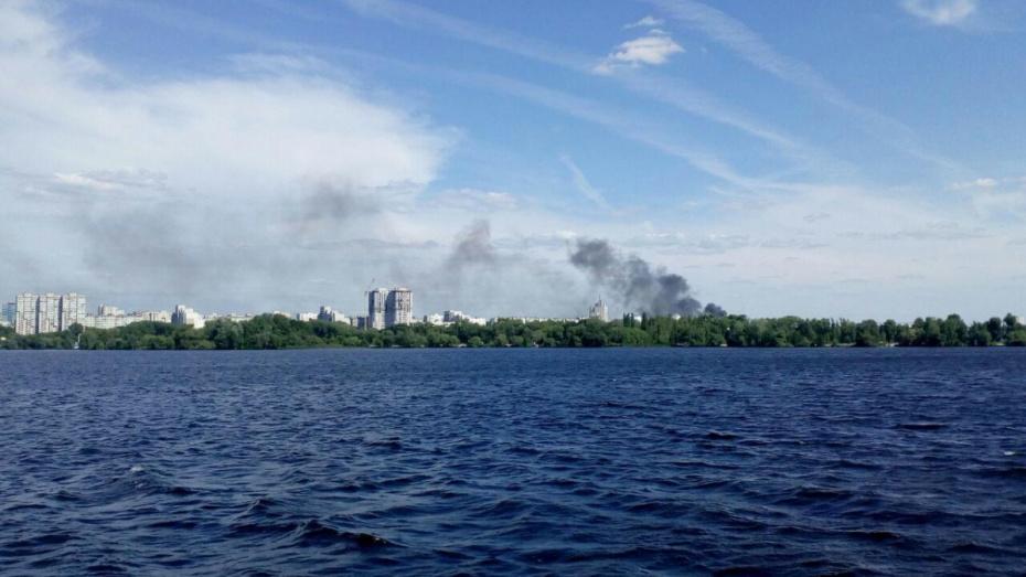 В Воронеже загорелись гаражи на улице Ленинградской