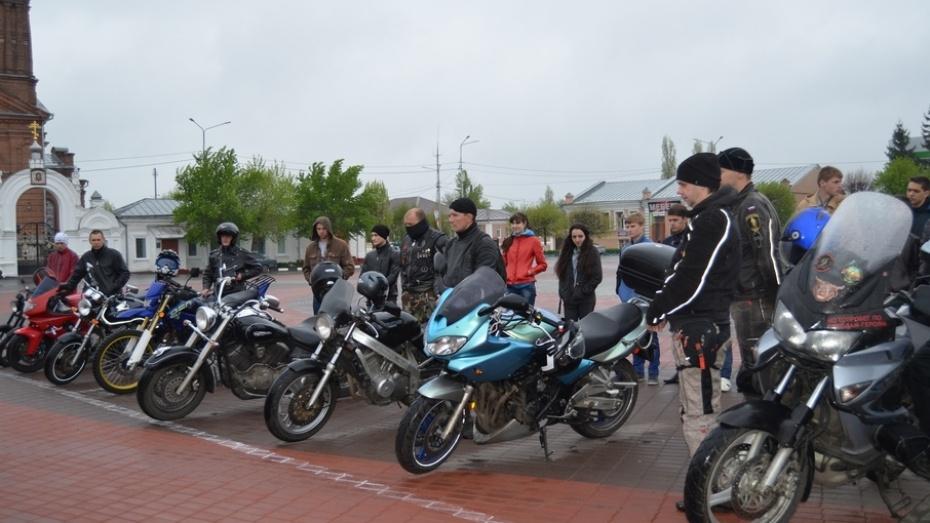 Бутурлиновцы устроили мотопробег по местам воинских захоронений