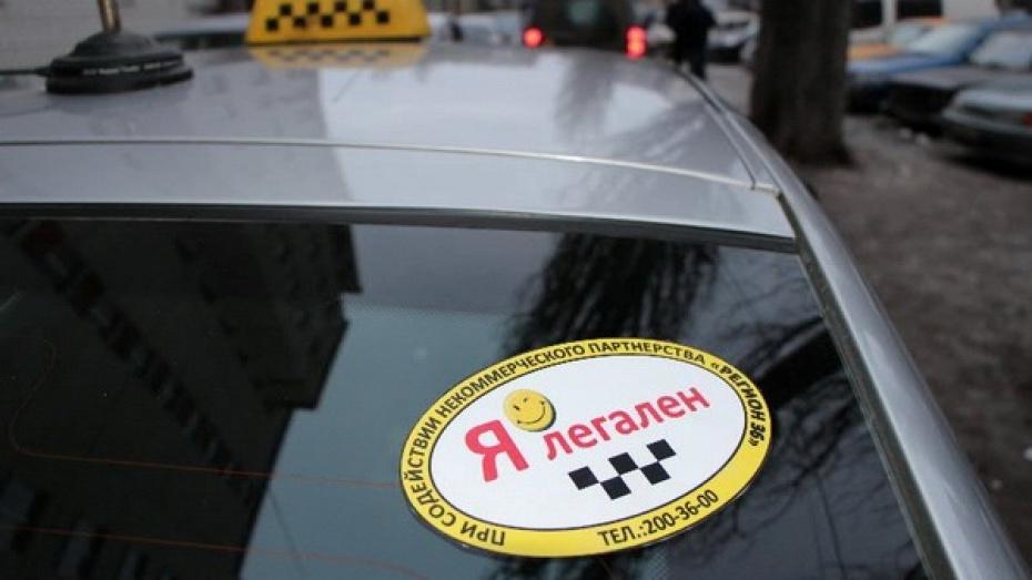 Воронежские таксисты наклеивают на авто стикеры «Я легален»