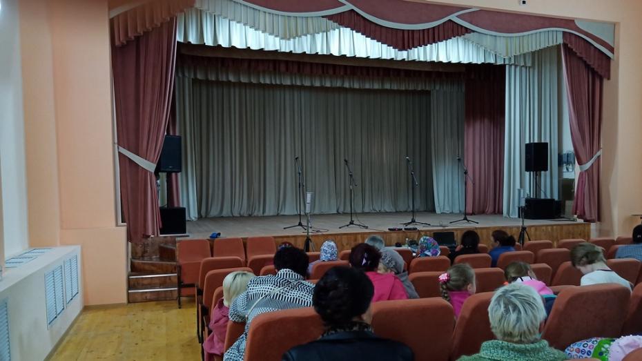 В лискинском селе Ковалево отремонтировали зрительный зал Дома культуры