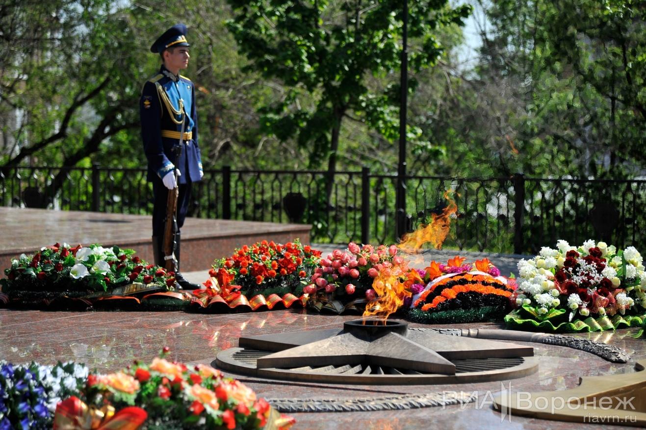 Фото возложений цветов на 9 мая